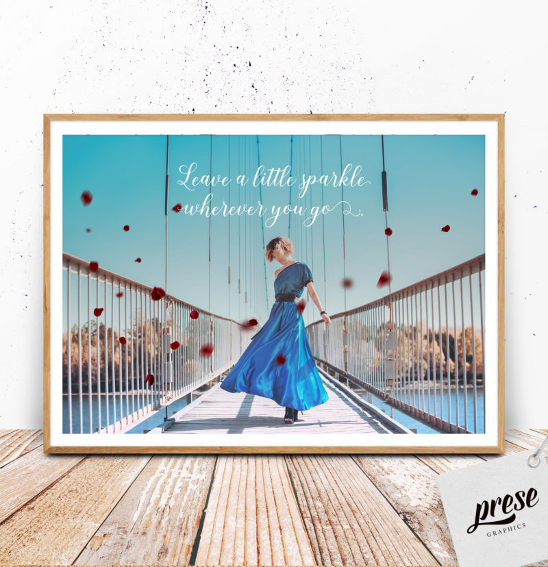 ブルードレスの女性 ポスター